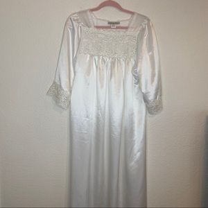 NWOT CHRISTIAN DIOR WHITE NIGHTGOWN LACE SMALL